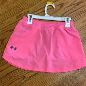 UNDER ARMOR girls skirt with attached shorts